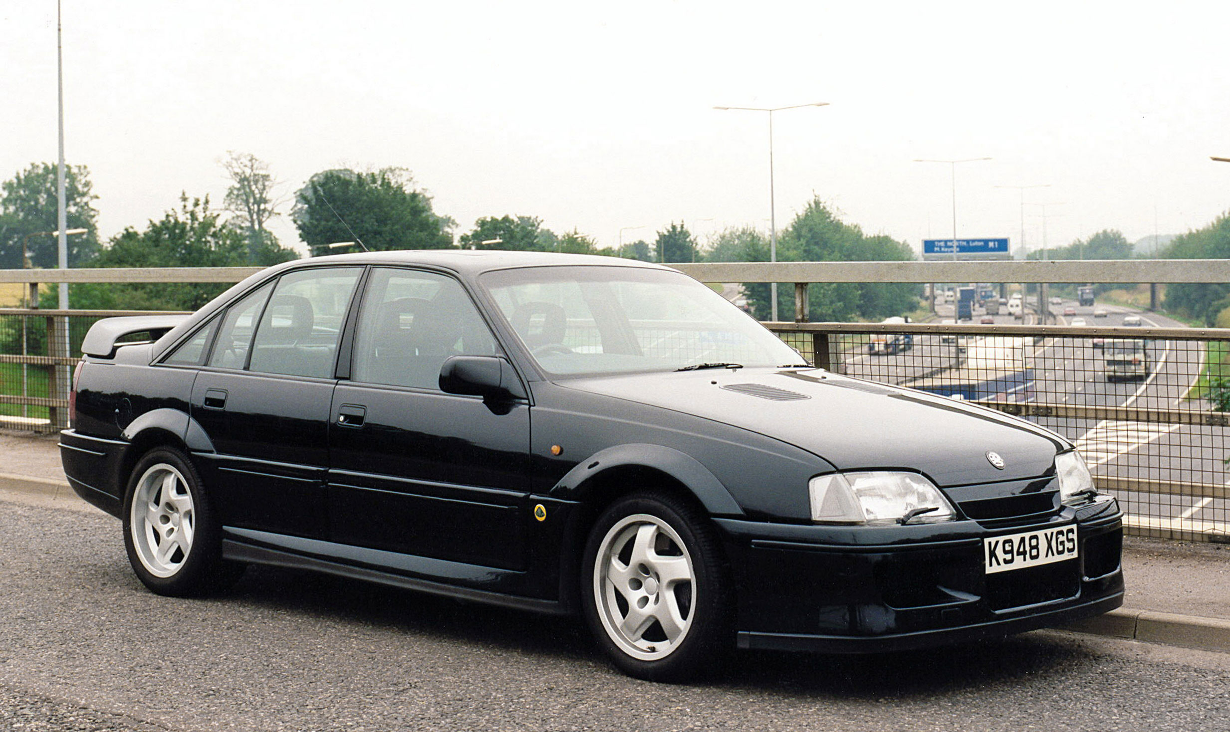 vauxhall lotus carlton a car the police won 39 t chase. Black Bedroom Furniture Sets. Home Design Ideas